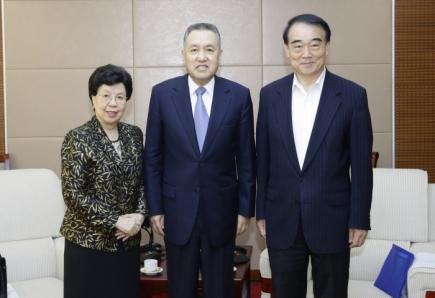 张茅会见世界卫生组织荣誉总干事陈冯富珍和博鳌亚洲论坛秘书长李保东