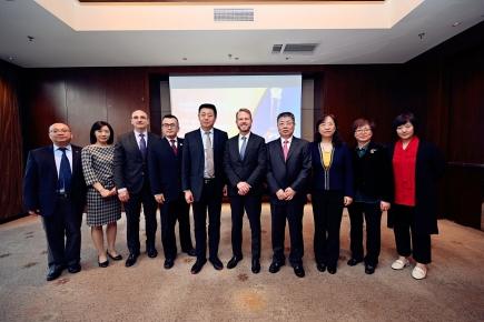 国家药典委员会赴上海开展中美药典交流活动
