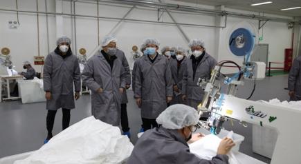 李利在企业调研时强调 全力做好医用防护服供应保障和质量管理